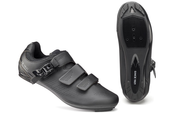 2. FWE Beacon Comp Road Shoe (Evans Cycle)